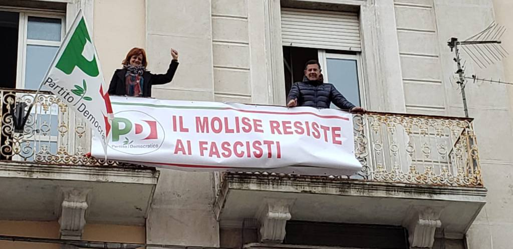 striscione anti Salvini