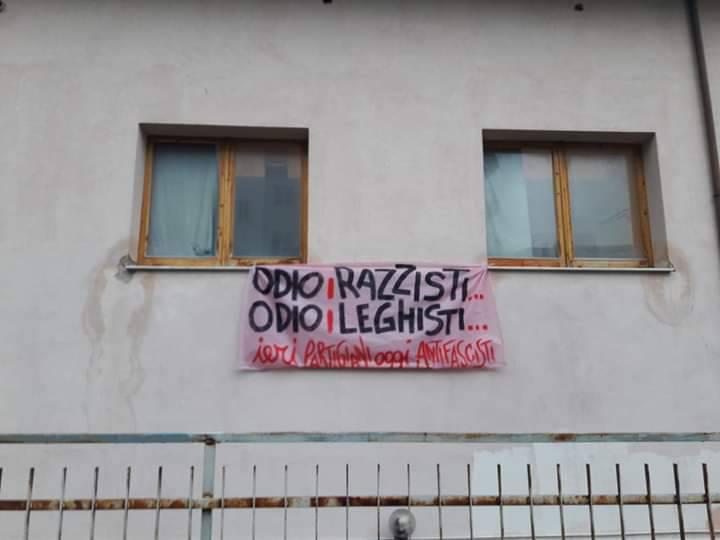 striscioni anti Salvini
