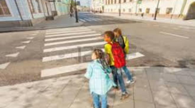 attraversamento pedonale bambini