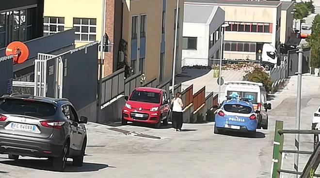 suicidio polizia