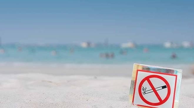 divieto-fumo-spiaggia-153637