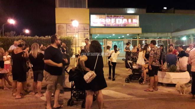 Fiaccolata contro la chiusura del punto nascita dell'ospedale San Timoteo