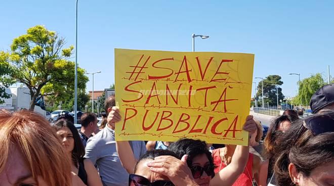 Manifestazione contro la chiusura del Punto Nascita