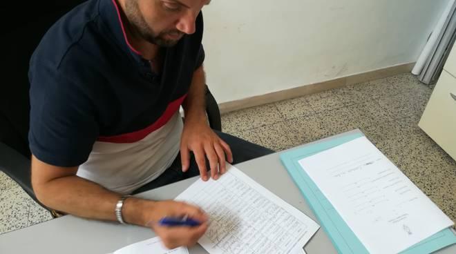michele-barile-firma-petizione-punto-nascite-154436