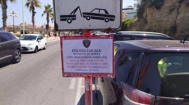 cartelli divieto lungomare Ferragosto