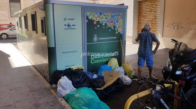 Immondizia isola ecologica via Cannarsa