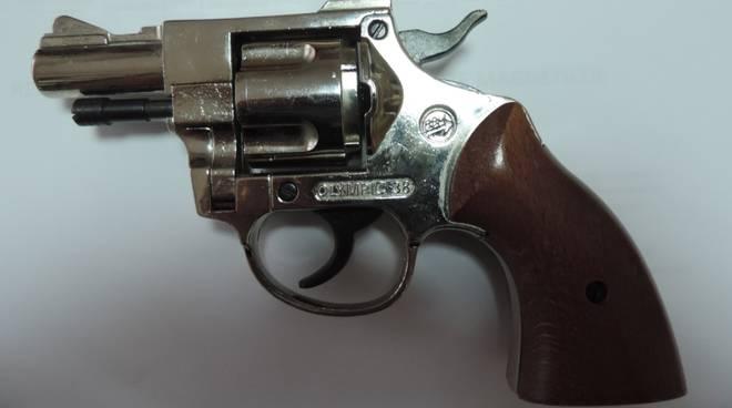 pistola sequestrata Carabinieri Palata