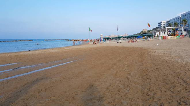 Sabbia bagnata fenomeno litorale Nord