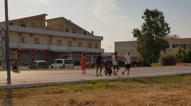 commercianti-puliscono-via-corsica-157826