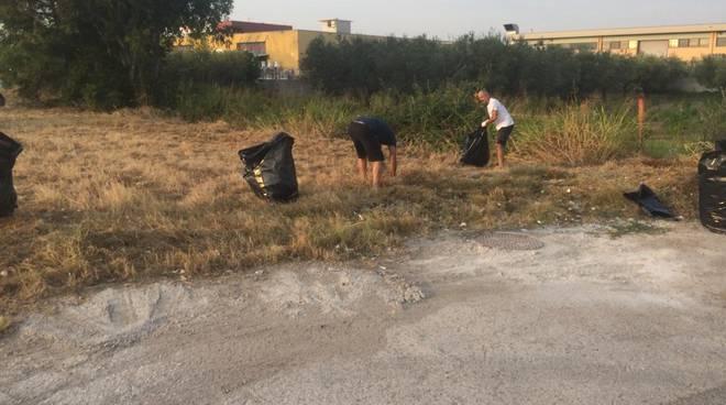 commercianti-puliscono-via-corsica-157835
