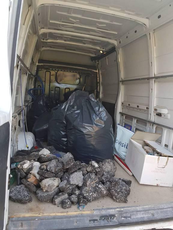 commercianti-puliscono-via-corsica-157838