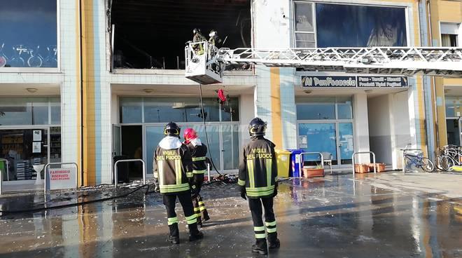 Incendio centro accoglienza Campomarino