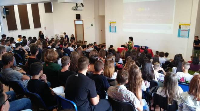 studenti-alfano-ragazzi-scuola-158886