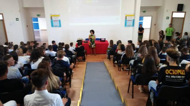 studenti-alfano-ragazzi-scuola-158887