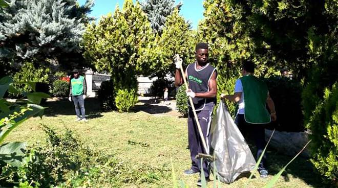 Volontari puliscono Colle dell'Orso