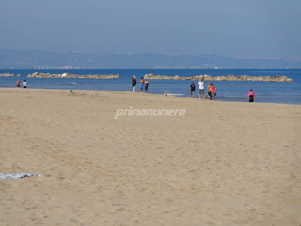 fine-ottobre-con-il-caldo-spiagge-gremite-160931