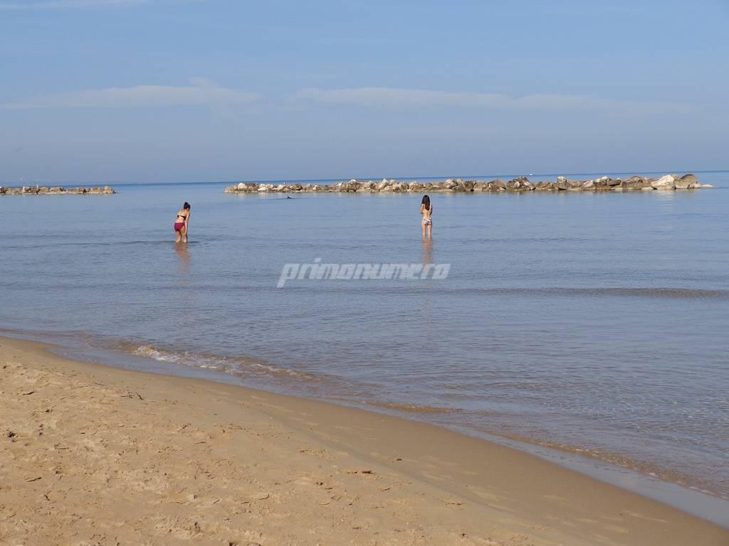 fine-ottobre-con-il-caldo-spiagge-gremite-160938