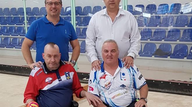 I due finalisti dell'Individuale Sitting, insieme al presidente della FIB Molise, Angelo Spina, e all'istruttore tecnico Luca Marracino