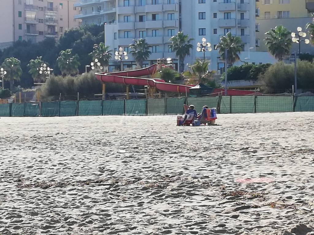 spiaggia-e-mare-a-ottobre-160479