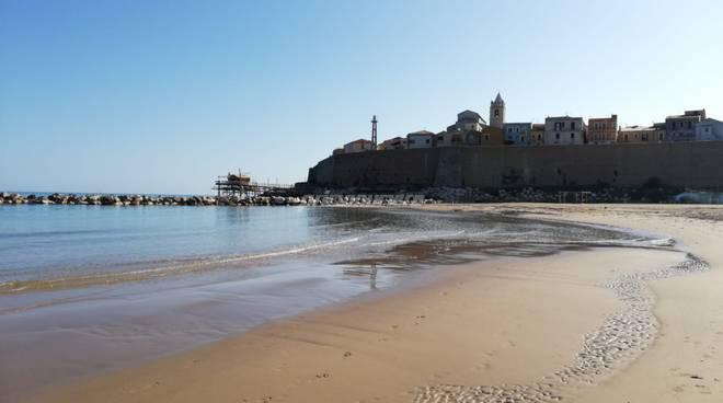 spiaggia-e-mare-a-ottobre-160481