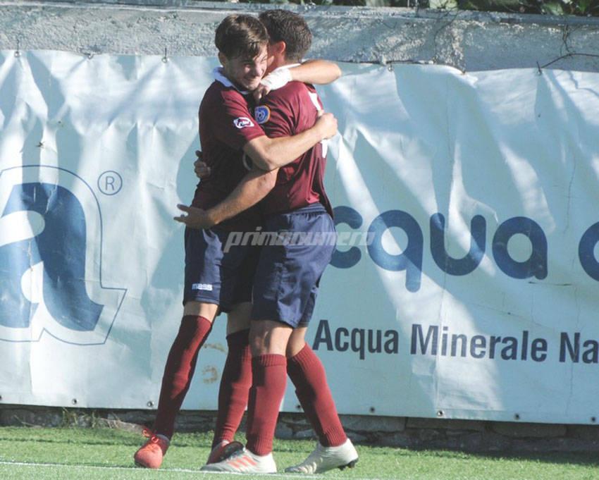 Viscovich abbracciato dopo il gol