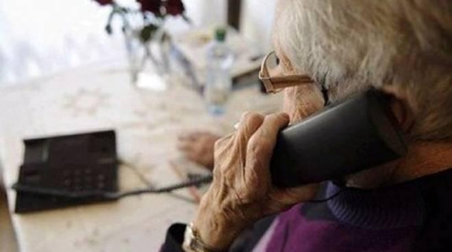 anziana telefono
