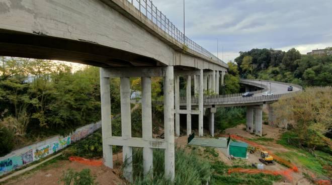 ponti via Corsica ferri scoperti
