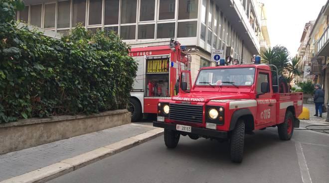 vigili del fuoco incendio via adriatica