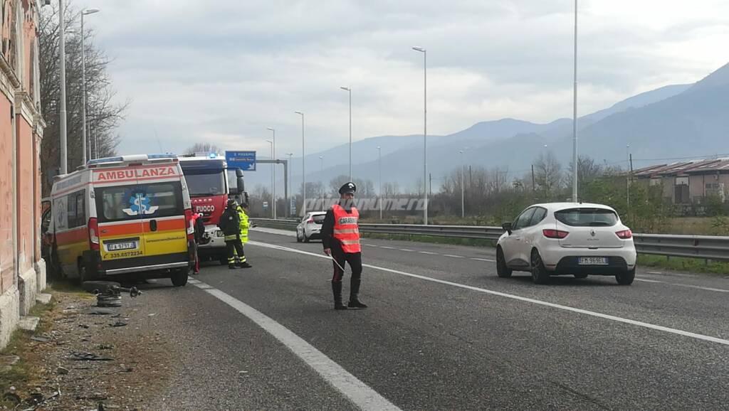 schianto ambulanza S. Massimo