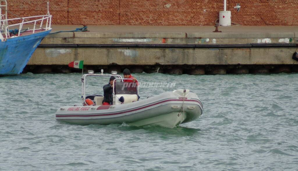 sommozzatori, vigili del fuoco, ricerche in mare, disperso,