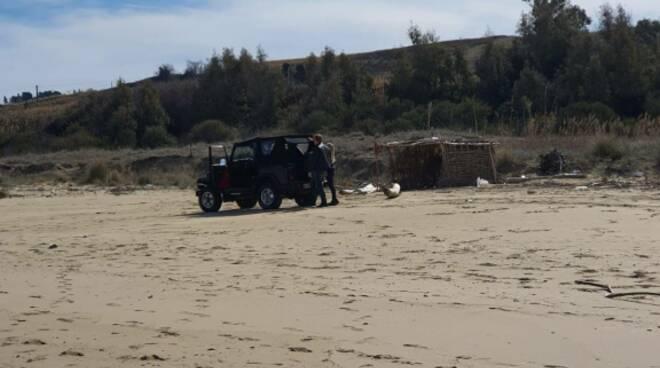 Auto su dune Petacciato