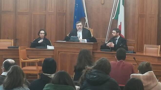 Avvocati attori con studenti