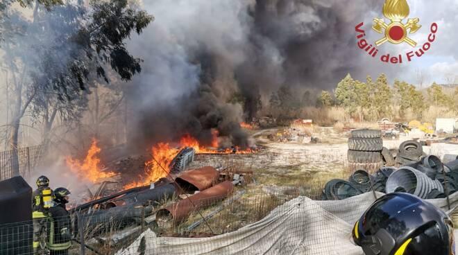 vigili del fuoco isernia tubi di plastica incendio azienda