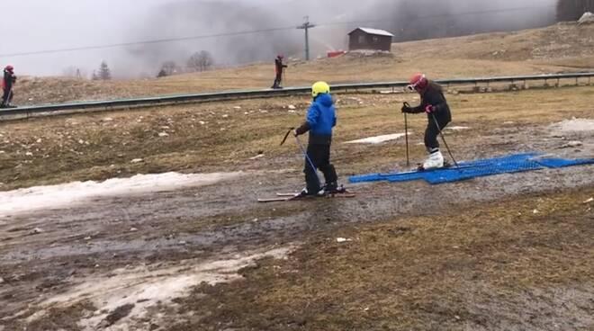 sciatori Campitello Matese fango