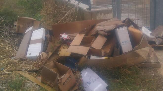 via dei roveri rifiuti