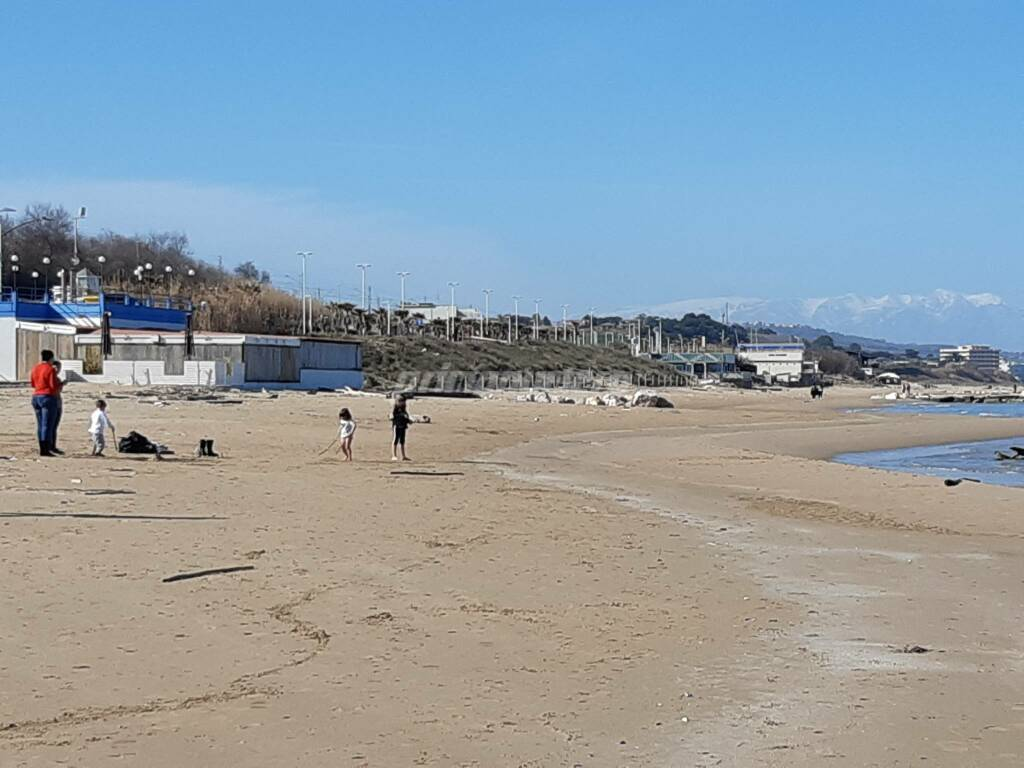Mare lungomare spiaggia febbraio 2020