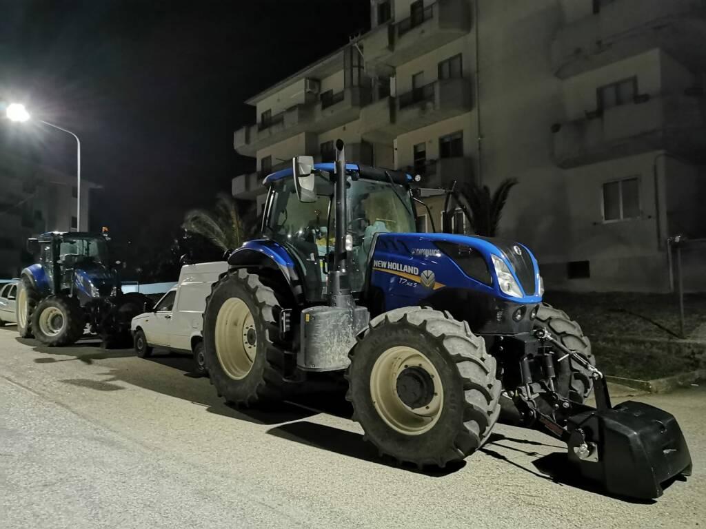 trattori parcheggiati guglionesi