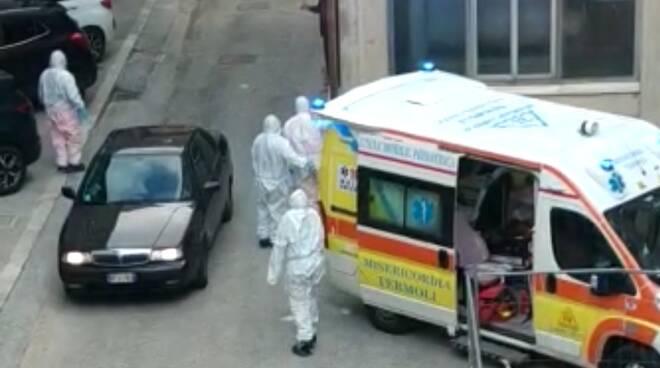 coronavirus ambulanza Termoli tute protettive