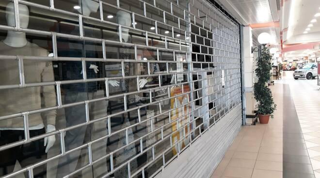 Coronavirus serrata negozi chiusure