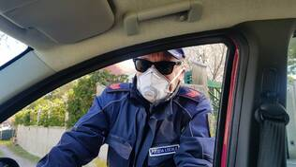 Polizia locale mascherina covid