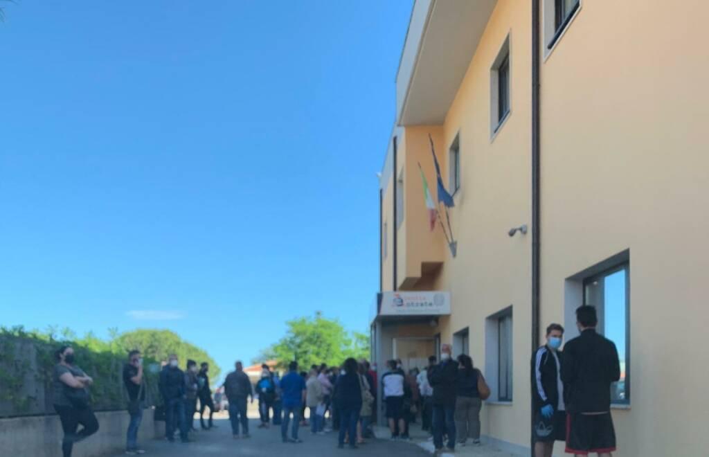 assembramento folla agenzia delle entrate Termoli