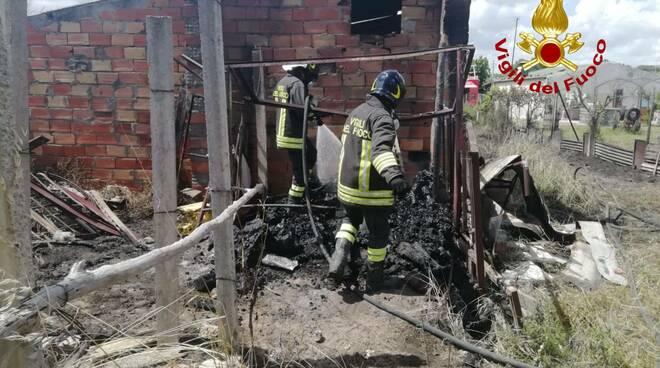 incendio baracca riovivo