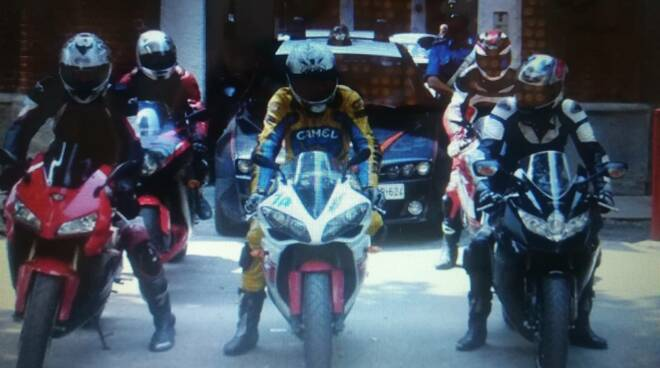 motociclisti assembramento