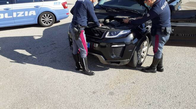 polizia ausotradale A14 auto recuperata