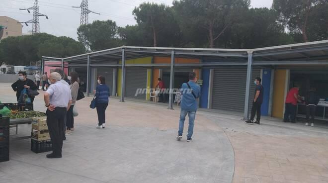 Prende vita l'area mercato di via Montecarlo