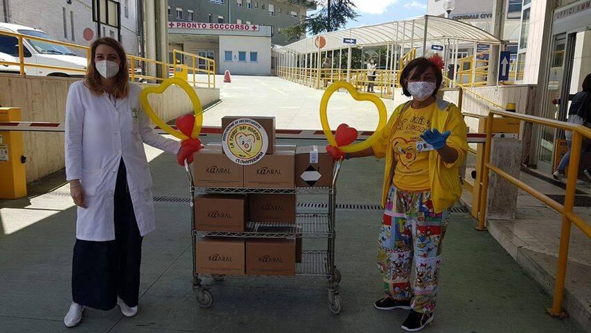 tribù sorrisi clown ospedale donazione igienizzante mascherine
