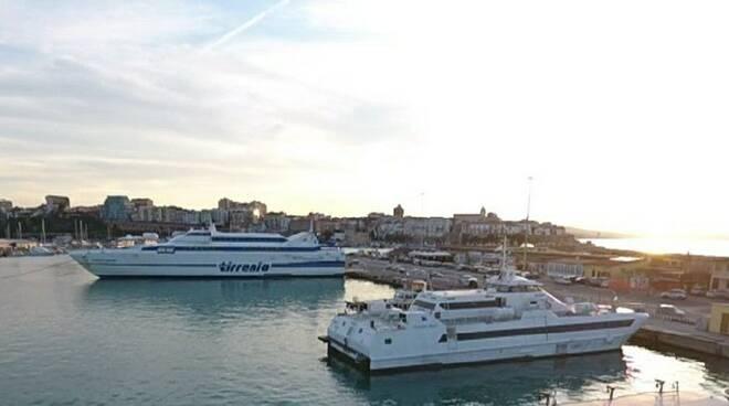 Gs Travel Zenit catamarano