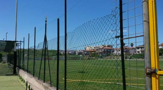 campo di calcio difesa grande