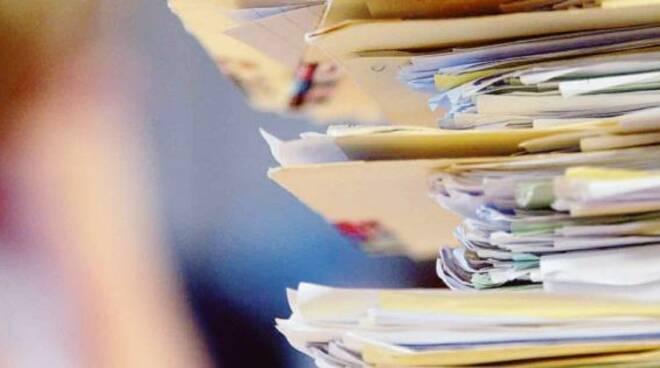 carte documenti burocrazia