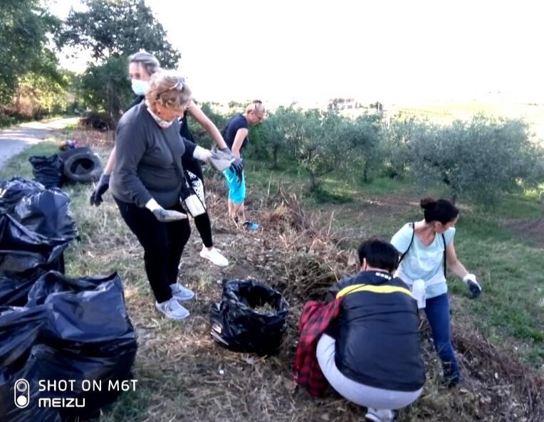 Donne pulizia ambiente San Martino